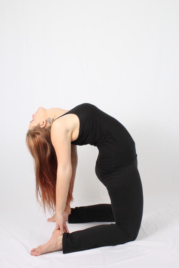 Cynthia yoga achterover buigen